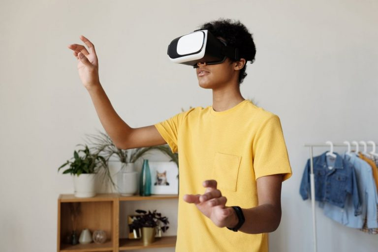 Blog Image For Immersive Learning – A 2020 eLearning Trend